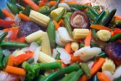Primo piano delle verdure della frittura di stir immagini stock