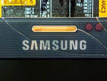 Primo piano dello schermo del Samsung Galaxy Note 4 immagini stock libere da diritti