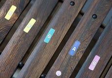 Primo piano dello strumento di legno dei magli per i bambini veduti da sopra Fotografia Stock