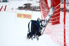 Primo piano dello zaino e dello snowboard Immagine Stock Libera da Diritti