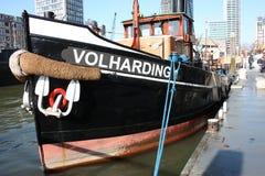 Primo piano di bella nave mercantile attraccata al porto di Rotterdam, Olanda, Paesi Bassi fotografia stock libera da diritti