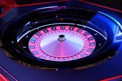 Primo piano di filatura della ruota di roulette del casinò elettronico Immagini Stock Libere da Diritti