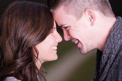 Primo piano di giovane coppia felice faccia a faccia Fotografia Stock Libera da Diritti