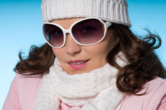 Primo piano di giovane donna in attrezzatura dentellare e bianca Fotografia Stock Libera da Diritti