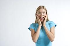 Primo piano di giovane donna che sembra eccitata Fotografia Stock