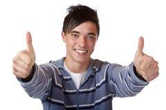 Primo piano di giovane ragazzo felice con il pollice sul segno Fotografia Stock