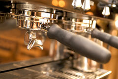 Primo piano di grande creatore di caffè espresso Fotografia Stock Libera da Diritti