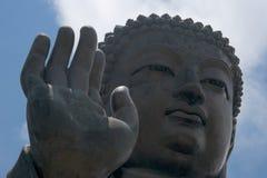 Primo piano di grandi mano e viso di Buddha Fotografie Stock