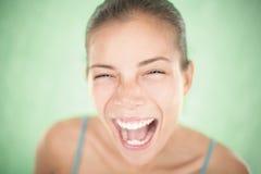 Primo piano di grido della donna felice Fotografia Stock