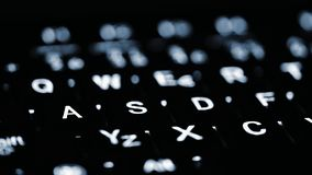 Primo piano di illuminazione della tastiera del computer portatile Concetto per la computazione e la tecnologia moderna Computer, immagini stock