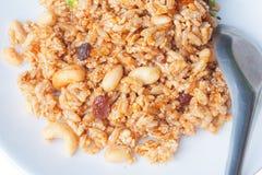 Primo piano di Krayasart - dolce tailandese fatto di riso, del dado, dei semi di sesamo e dello zucchero Fotografia Stock Libera da Diritti