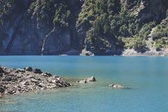 Primo piano di Lake Lac du Lauvitel fotografie stock libere da diritti