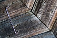 Primo piano di legno antico della porta fotografie stock libere da diritti