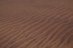 Primo piano di micro struttura della duna sul deserto del namibe fotografie stock libere da diritti