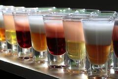 Primo piano di molti colpi alcolici Fotografie Stock