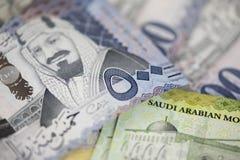 Primo piano di nuove note saudite del riyal Immagine Stock