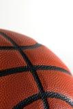 Primo piano di pallacanestro isolato sopra Fotografia Stock Libera da Diritti