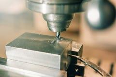 Primo piano di perforazione del metallo Gruppo di lavoro del metallo Fotografia Stock Libera da Diritti