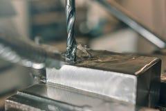Primo piano di perforazione del metallo Gruppo di lavoro del metallo Immagine Stock Libera da Diritti