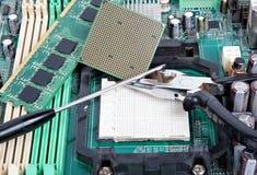 Primo piano di riparazione del computer Immagini Stock