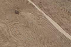 Primo piano di struttura della plancia di legno senza buccia dal pino Fotografie Stock