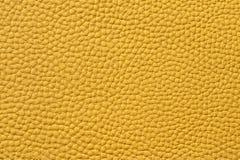Primo piano di struttura di cuoio gialla senza cuciture immagine stock libera da diritti