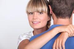 Abbracciare delle coppie Fotografia Stock