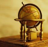 Primo piano di un globo dell'annata fotografie stock libere da diritti
