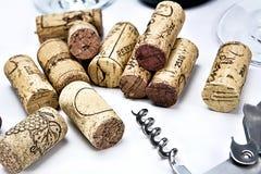Primo piano di un gruppo di sugheri del vino immagine stock libera da diritti