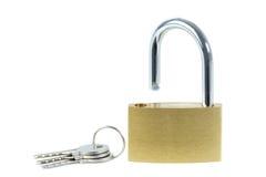 Primo piano di un lucchetto sbloccato e delle chiavi Immagini Stock Libere da Diritti
