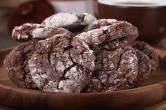 Primo piano di un mucchio dei biscotti del fondente di cioccolato fotografia stock