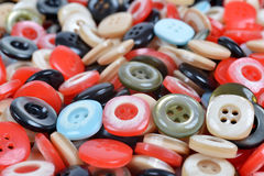 Primo piano di un mucchio dei bottoni di cucito Fotografie Stock