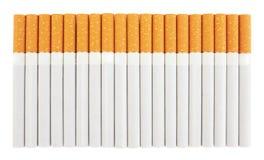 Primo piano di un mucchio delle sigarette immagini stock