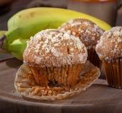 Primo piano di un muffin del dado della banana fotografia stock libera da diritti