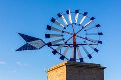 Primo piano di un mulino a vento tradizionale di Maiorca Fotografia Stock Libera da Diritti
