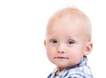 Primo piano di un ragazzo di nove mesi sopra bianco Immagini Stock