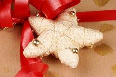 Primo piano di un regalo di Natale immagini stock libere da diritti