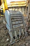 Primo piano di un secchio dell'escavatore Fotografia Stock