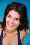 Primo piano di un sorridere della giovane donna Fotografie Stock