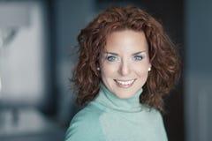 Primo piano di un sorridere maturo della donna Fotografie Stock Libere da Diritti