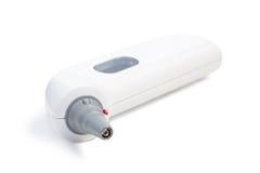 Primo piano di un termometro di orecchio digitale fotografie stock libere da diritti