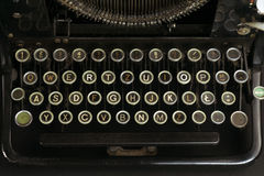 Primo piano di un vecchio e di Dusty Typewriter Keyboard Fotografia Stock Libera da Diritti