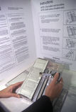 Primo piano di una cabina di voto e di una macchina del voto con voto, CA Fotografia Stock