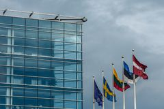 Primo piano di una facciata di una costruzione dello swedbank a Riga Fotografie Stock