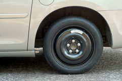 Primo piano di una gomma di ricambio su un Van e di una stanza per testo Fotografie Stock