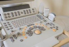 Primo piano di una macchina dell'analizzatore di ultrasuono Fotografie Stock Libere da Diritti