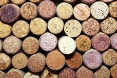 Primo piano di una parete dei sugheri usati del vino Immagini Stock