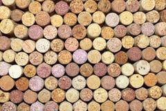 Primo piano di una parete dei sugheri usati del vino Immagini Stock Libere da Diritti