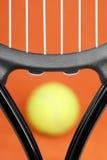 Primo piano di una racchetta di tennis Fotografie Stock Libere da Diritti