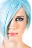 Primo piano di una ragazza con capelli blu Fotografia Stock Libera da Diritti